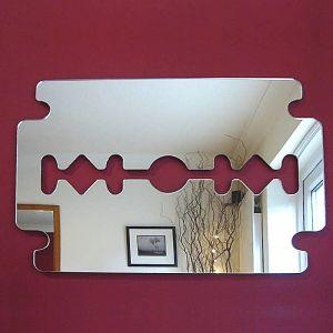 Зеркало пластиковое в виде бритвы (60х30 см)