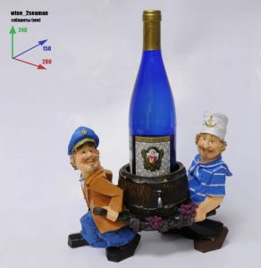Подставка для вина «Два моряка несут бутылку в бочке»